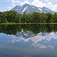 沼に写るバチカゼツ山